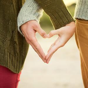 節目の結婚記念日のための特別な贈り物アイデア